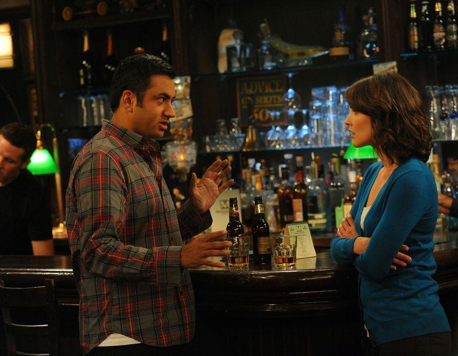 Sind sich nicht immer einig: Kevin (Kal Penn, l.) und Robin (Cobie Smulders, r.) ... - Bildquelle: 20th Century Fox International Television