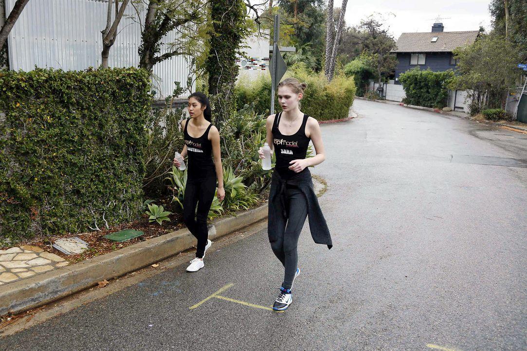 GNTM-Stf10-Epi04-Berglauf-Challenge-47-Anuthida-Sara-ProSieben-Richard-Huebner - Bildquelle: ProSieben/Richard Huebner