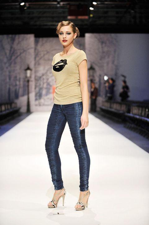 germanys-next-topmodel-stf07-epi01-modenschau-backstage-46-oliver-s-prosiebenjpg 1324 x 1990 - Bildquelle: Oliver S. - ProSieben