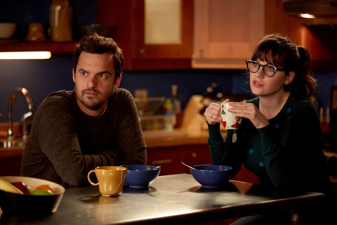 Während sich Jess (Zooey Deschanel, r.) mit Ceces Hochzeitskleid herumärgert, ist Nick (Jake Johnson, l.) am Verzweifeln, als Reagan nicht auf seine... - Bildquelle: John P. Fleenor 2016 Fox and its related entities.  All rights reserved. / John P. Fleenor