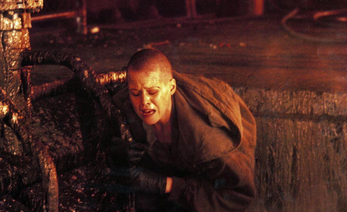 Vom schier aussichtslosen Kampf gezeichnet: Alien-Jägerin Ellen Ripley (Sigourney Weaver) ... - Bildquelle: 20th Century Fox of Germany