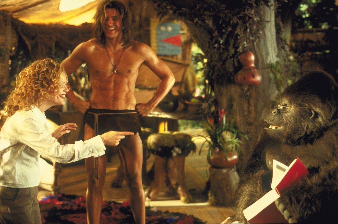 Mitten im Dschungel stößt Ursula (Leslie Mann, l.) nicht nur auf einen Adonis (Brendan Fraser, r.), der leichte Koordinierungsprobleme hat, sonder... - Bildquelle: Disney Enterprises Inc.