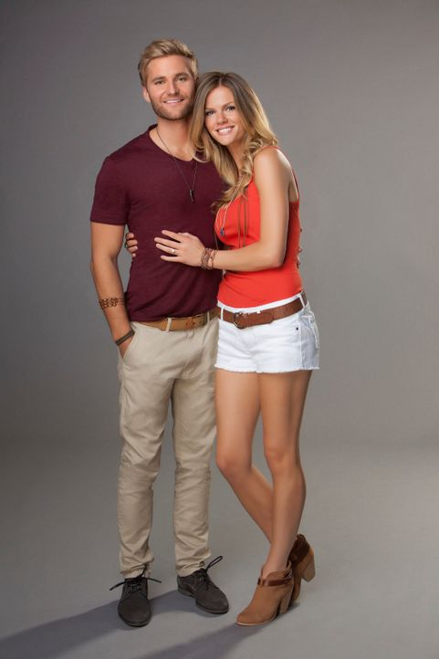 Jules (Brooklyn Decker) und Lowell (Rick Donald) - Bildquelle: 2013 CBS Broadcasting, Inc. All Rights Reserved.