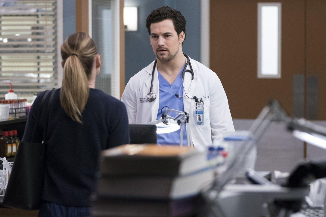 Dr. Meredith Grey (Ellen Pompeo, l.); Dr. Andrew DeLuca (Giacomo Gianniotti, r.) - Bildquelle: Eric McCandless ABC Studios