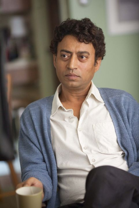 Eines Tages hört ein Schriftsteller, der unter einer Schreibhemmung leidet, in einem Café von Piscine Militor Patel (Irrfan Khan), einem Mann, der e... - Bildquelle: 2012 Twentieth Century Fox Film Corporation. All rights reserved.