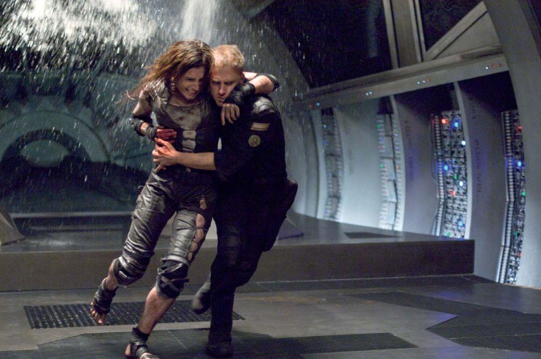 Haben keine ganze Stunde mehr, bis das Raumschiff den Energietod stirbt und die Mission, die Menschheit zu retten, gescheitert ist: Bower (Ben Foste... - Bildquelle: 2009 Constantin Film Verleih GmbH