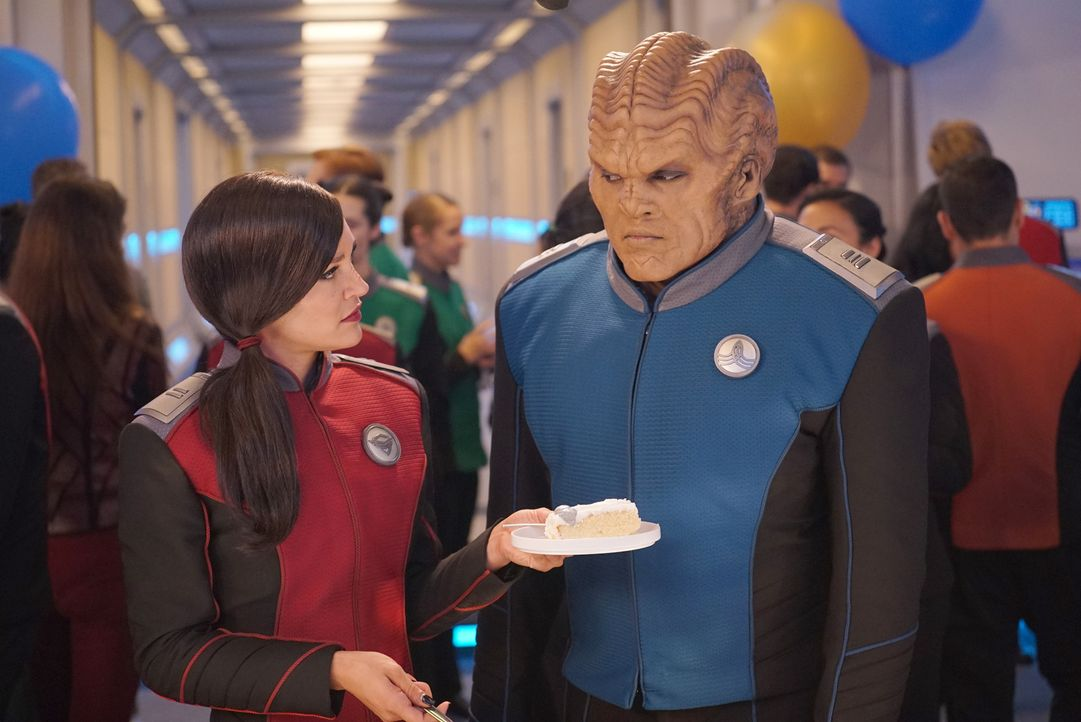 Lieutenant Talla Kayali (Jessica Szohr, l.); Lieutenant Commander Bortus (Peter Macon, r.) - Bildquelle: Kevin Estrada 2019 Twentieth Century Fox Film Corporation.  All rights reserved.