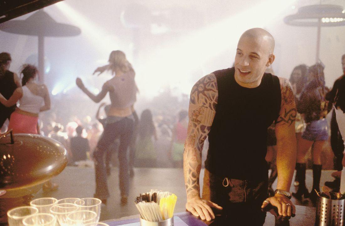 Xander (Vin Diesel, r.) muss feststellen, dass es sehr viel schwieriger als erwartet ist, die Welt zu retten ... - Bildquelle: 2003 Sony Pictures Television International. All Rights Reserved.