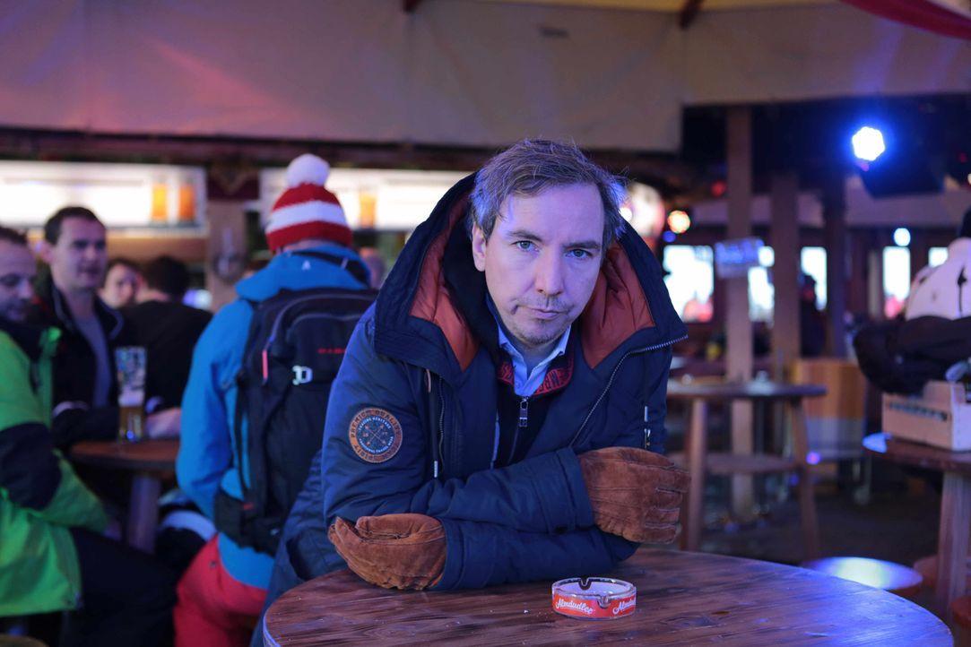 In eine Holzkiste gesperrt, wird Olli nach Schladming verfrachtet, um Antonia aus Tirol bei einem Auftritt zu unterstützen. Ohne Vorbereitung muss e... - Bildquelle: Katja Renner ProSieben