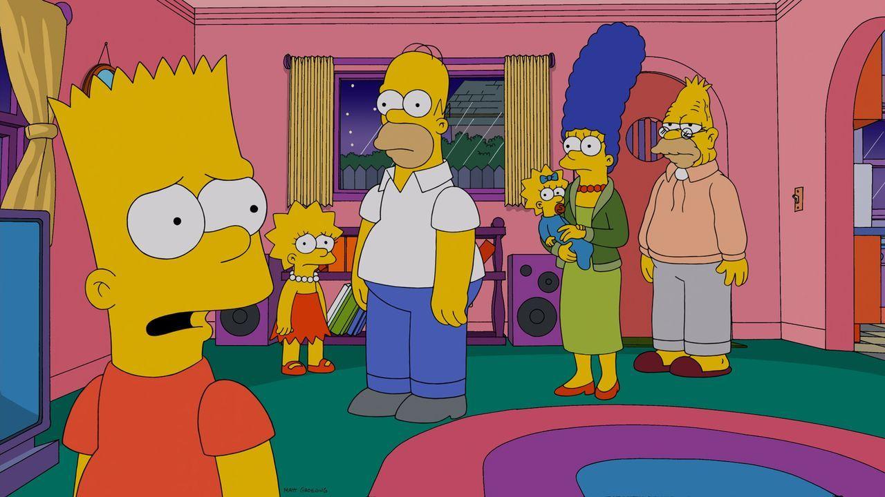 Aufgrund eines Brandes im Altersheim muss Grampa bei den Simpsons zu Hause einziehen. Während Marge (2.v.r.), Maggie (3.v.r.), Lisa (2.v.l.) und Bar... - Bildquelle: und TM Twentieth Century Fox Film Corporation - Alle Rechte vorbehalten
