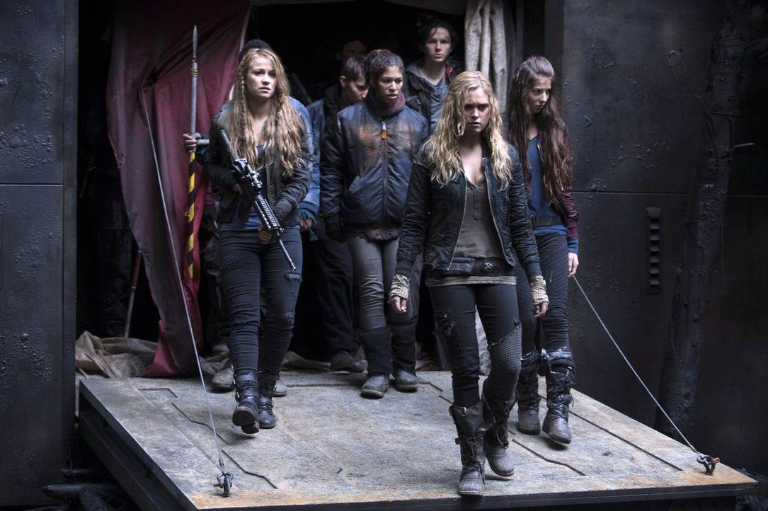Wird Clarke (Eliza Taylor) ihr Volk in ein neues Zeitalter leiten oder wird jetzt alles ganz anders? - Bildquelle: Warner Brothers