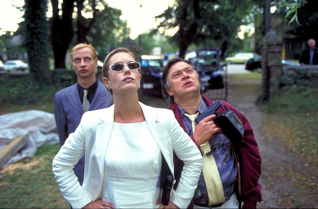 Die selbstbewusste und resolute Soko-Leiterin Dr. Sophie Steeger (Dorothea Schenck, M.) und ihre beiden ignoranten Helfer Thietgen (Victor Schefé,... - Bildquelle: ProSieben