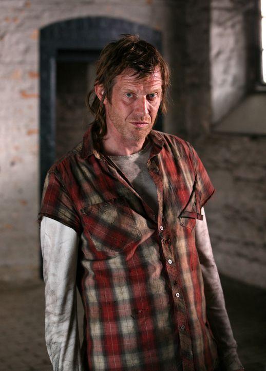Aus einer Anomalie kommt ein überraschender Besuch: Danny (Jason Flemyng) ... - Bildquelle: ITV Plc
