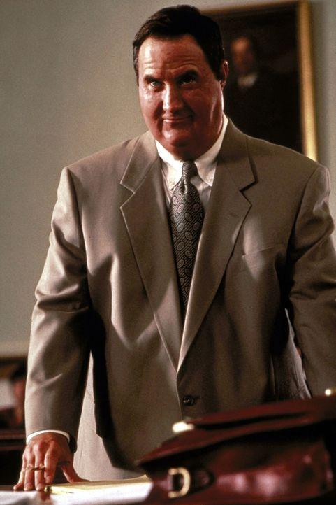 Nach einigen Drinks tötet der übergewichtige Anwalt Billy Halleck (Robert John Burke) bei einem Autounfall eine Zigeunerin. Vom Gericht wird er frei... - Bildquelle: Paramount Pictures