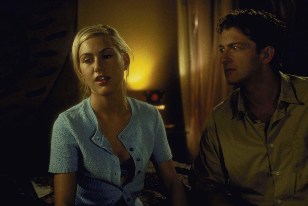 Als ihr Freund Gregor (Dominic Raacke, r.) von ihrem Doppelleben erfährt, fordert er von ihr eine Entscheidung. Doch Conny (Gruschenka Stevens, l.)... - Bildquelle: ProSieben/Klausmann