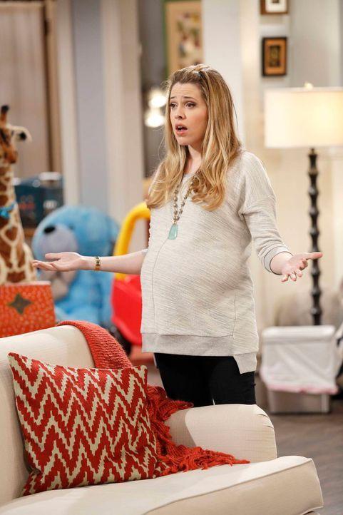 Andi (Majanda Delfino) ist sich sicher: Mit Ratten wird sie sich das Haus nicht teilen ... - Bildquelle: 2013 CBS Broadcasting, Inc. All Rights Reserved.