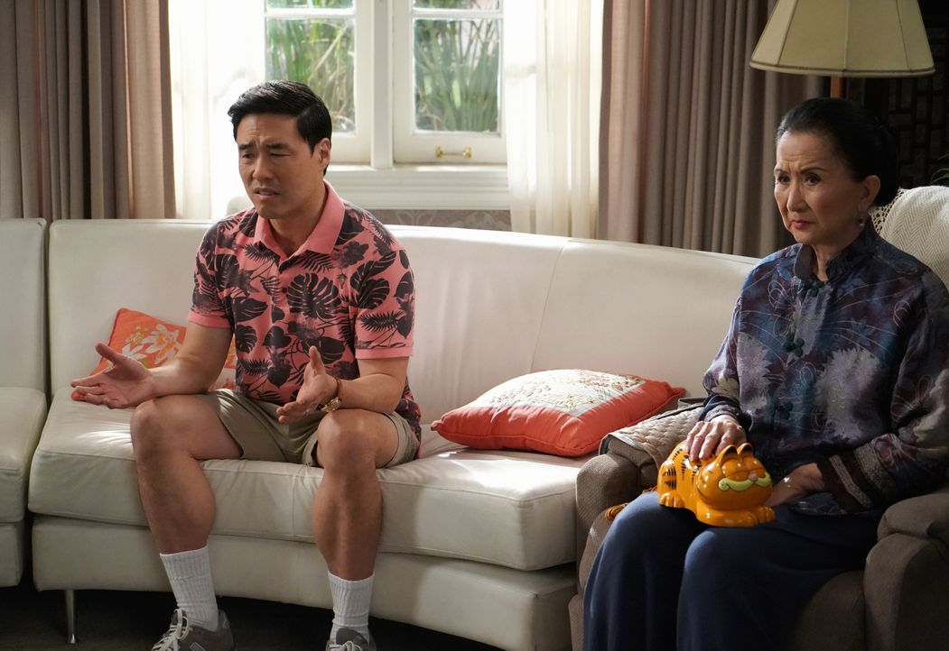 Louis Huang (Randall Park, l.); Grandma Huang (Lucille Soong, r.) - Bildquelle: 2018-2019 American Broadcasting Companies.  All rights reserved.