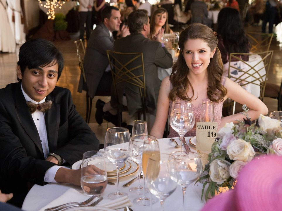 Renzo (Tony Revolori, l.); Eloise (Anna Kendrick, r.) - Bildquelle: Jace Downs 2017 Twentieth Century Fox Film Corporation.  All rights reserved.