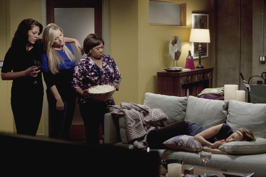 Callie (Sara Ramirez, l.), Arizona (Jessica Capshaw, 2.v.l.) und Miranda (Chandra Wilson, 2.v.r.) haben eigentlich keine Lust auf einen gemeinsamen... - Bildquelle: Touchstone Television