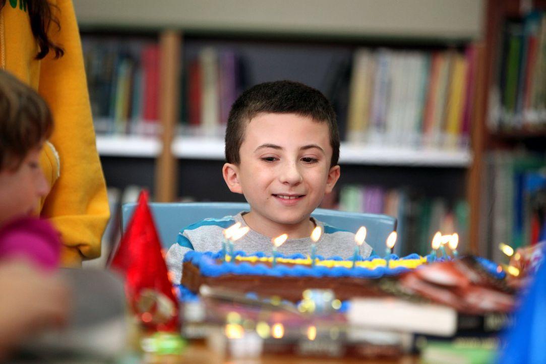 Bricks (Atticus Shaffer) neunter Geburtstag steht an, wozu das Geburtstagskind kurzerhand seine gesamte Schulklasse zu sich nach Hause einlädt ... - Bildquelle: Warner Brothers