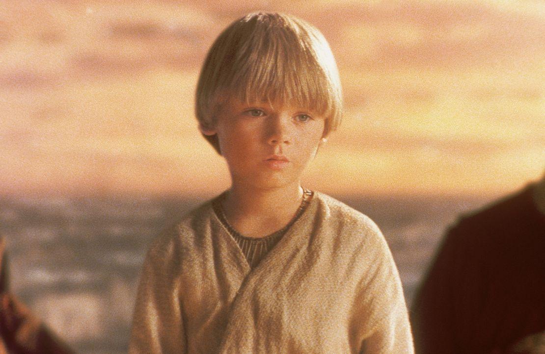 Als Qui-Gon die außergewöhnlichen Fähigkeiten des Jungen bemerkt, fühlt er sich in seiner Ahnung bestätigt, dass Anakin (Jake Lloyd) die Veranl... - Bildquelle: 1999 Lucasfilm Ltd. & TM All rights reserved Used with permission