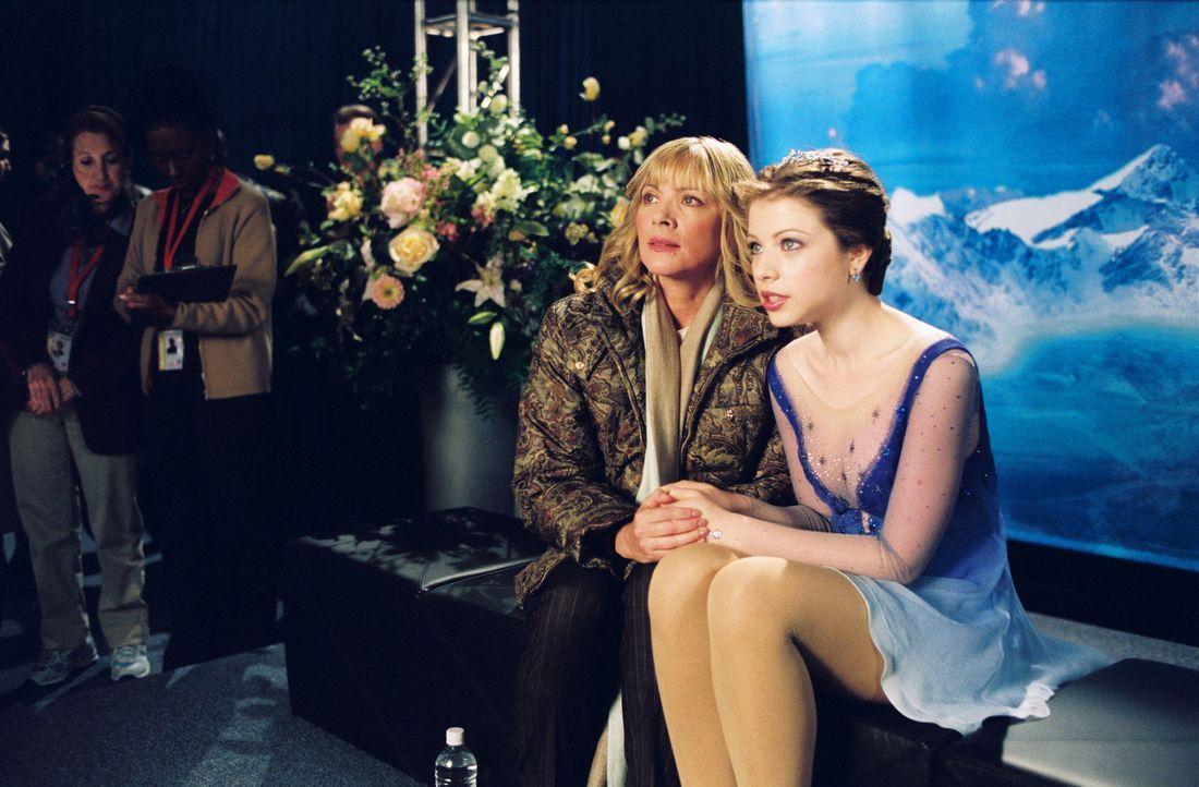 Als Casey (Michelle Trachtenberg, r.) die Chance erhält, mit der erfolgreichen Gen und ihrer Mutter Tina (Kim Cattrall, l.), einer ehemaligen Eiskun... - Bildquelle: 2005 Disney Enterprises, Inc.