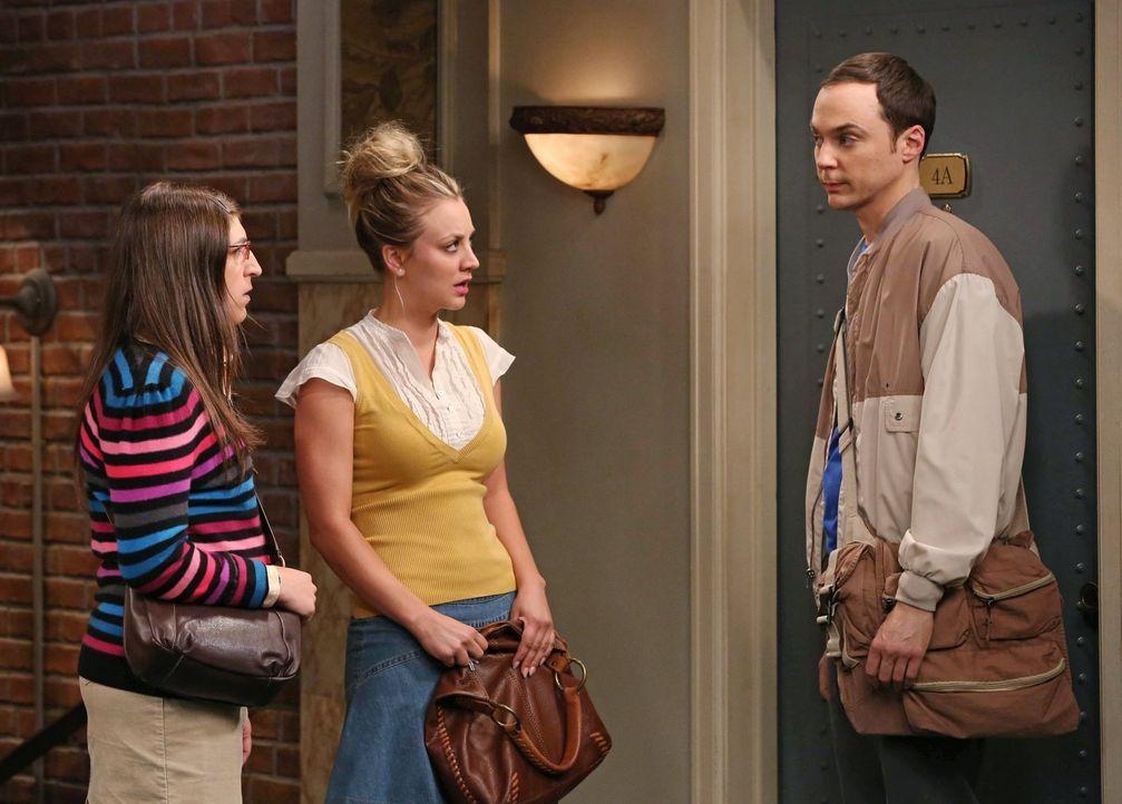 Sheldon (Jim Prasons, r.) und Amy (Mayim Bialik, l.) vermuten, dass Penny (Kaley Cuoco, M.) ihren Freund Leonard betrügt. Doch das, was sie herausfi... - Bildquelle: Warner Bros. Television
