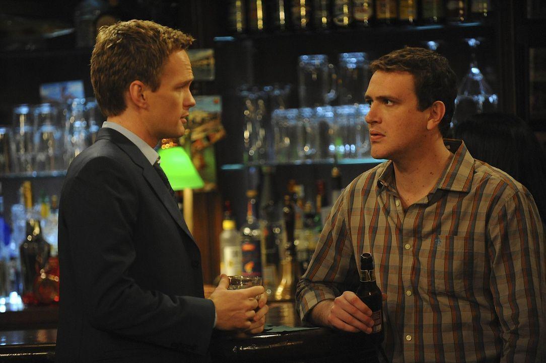 Während Ted feststellen muss, dass er von Marshall (Jason Segel, r.) und Barney (Neil Patrick Harris, l.) seit längerer Zeit belogen wurde, versuc... - Bildquelle: 20th Century Fox International Television