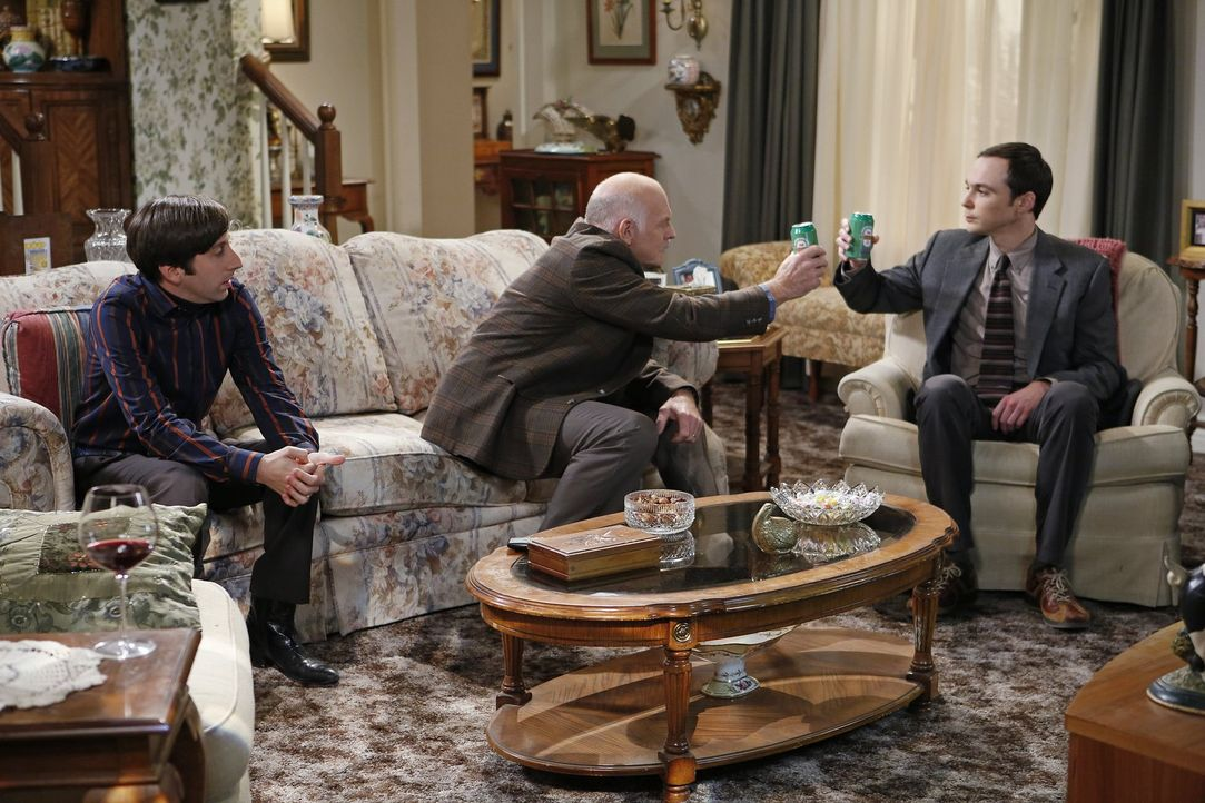 Mrs. Wolowitz lädt die Clique zum Thanksgiving-Dinner ein. Natürlich passt das Sheldon (Jim Parsons, r.) gar nicht, weswegen er sich entsprechend un... - Bildquelle: Warner Brothers Entertainment Inc.