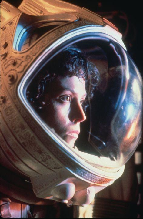 """Der Raumfrachter """"Nostromo"""" wird durch verstümmelte Funksignale zu einem unbekannten Planeten gelockt, auf dem die Besatzung auf gewaltige Artefakte... - Bildquelle: 1979 Twentieth Century Fox Film Corporation.  All rights reserved."""