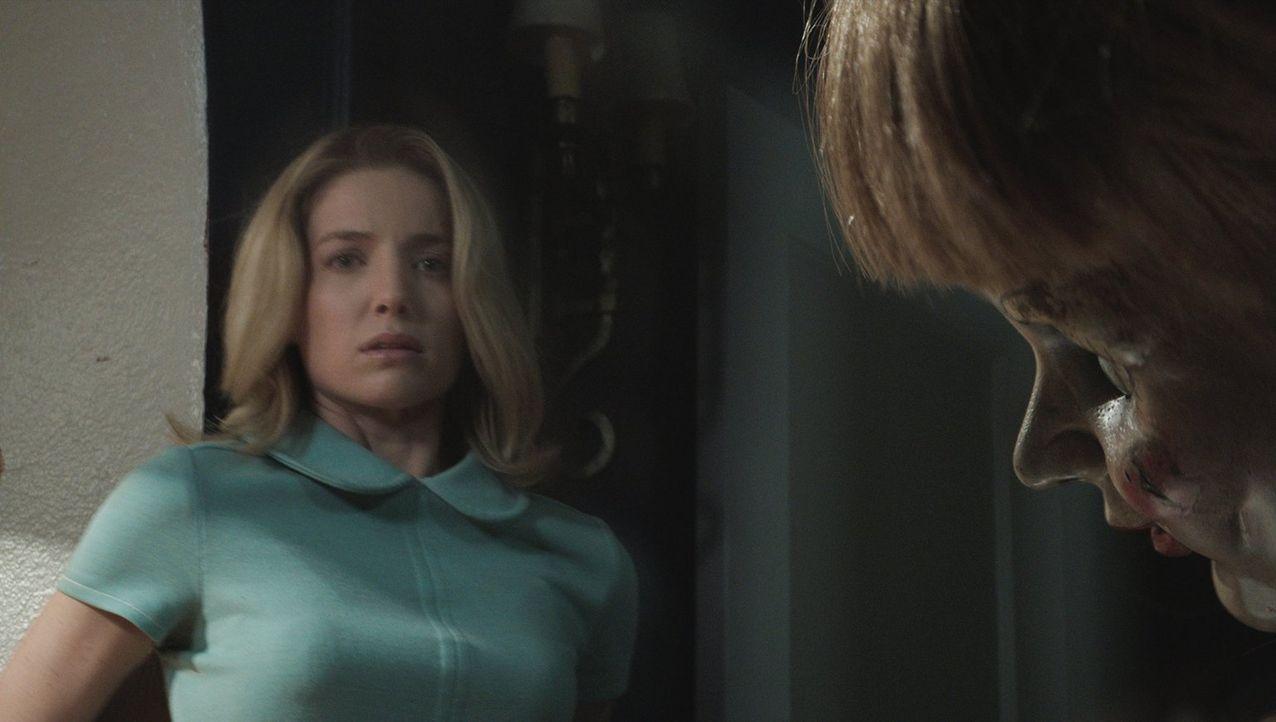 Seitdem die Puppe Annabelle aufgetaucht ist, wird die schwangere Mia (Annabelle Wallis) von Geistern verfolgt und angegriffen. Die Puppe treibt sie... - Bildquelle: 2014 Warner Brothers