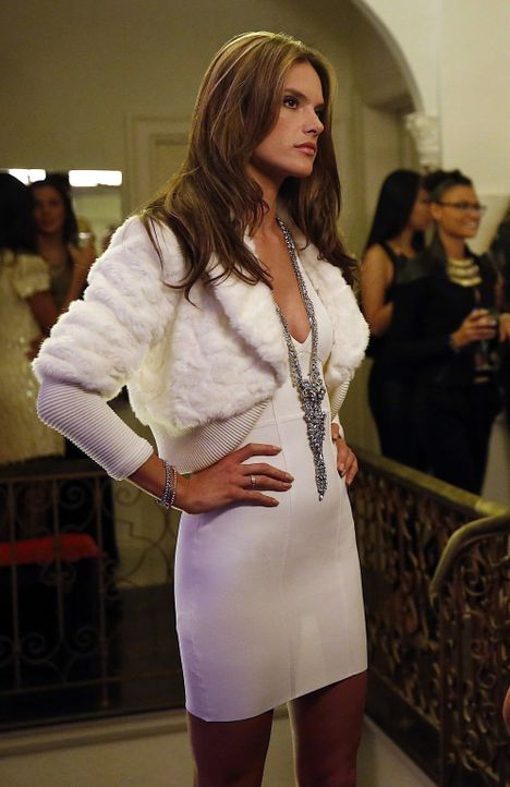Das Victoria Secret-Model Alessandra Ambrosio (Alessandra Ambrosio) verdreht den männlichen Loft- Mitglieder gewaltig den Kopf ... - Bildquelle: 2014 Twentieth Century Fox Film Corporation. All rights reserved.