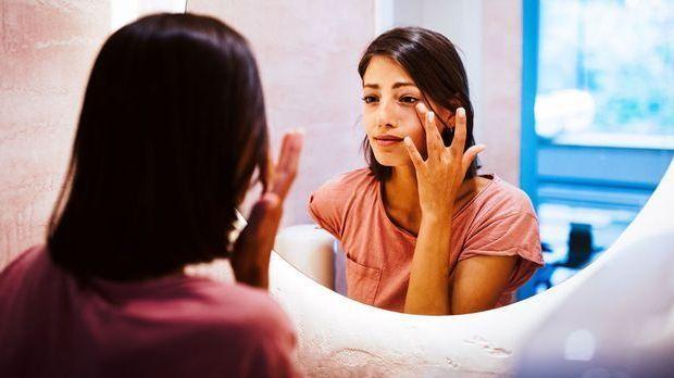 Was hilft gegen unschöne Tränensäcke? Wir haben effektive Beauty-Hacks für di...