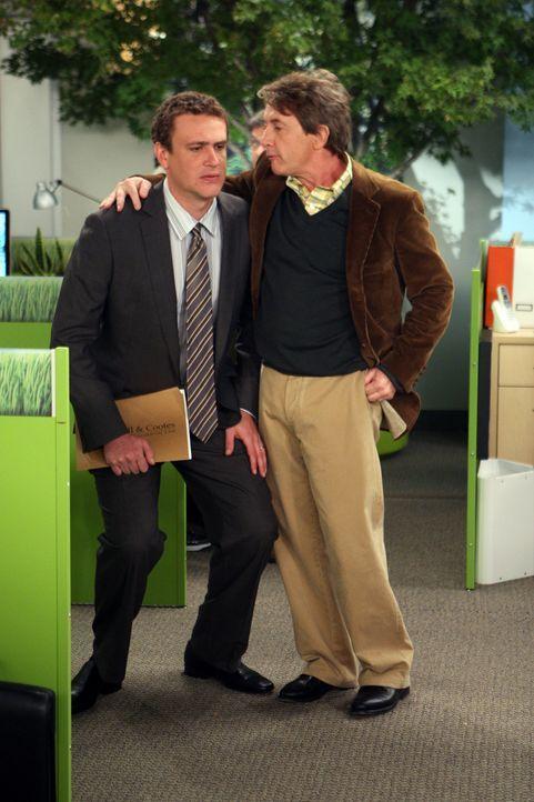 Während Barney kurzzeitig überlegt die Beziehung zu Nora zu beenden, befindet sich Marshall (Jason Segel, l.) auf Kollisionskurs mit seinem neuen... - Bildquelle: 20th Century Fox International Television