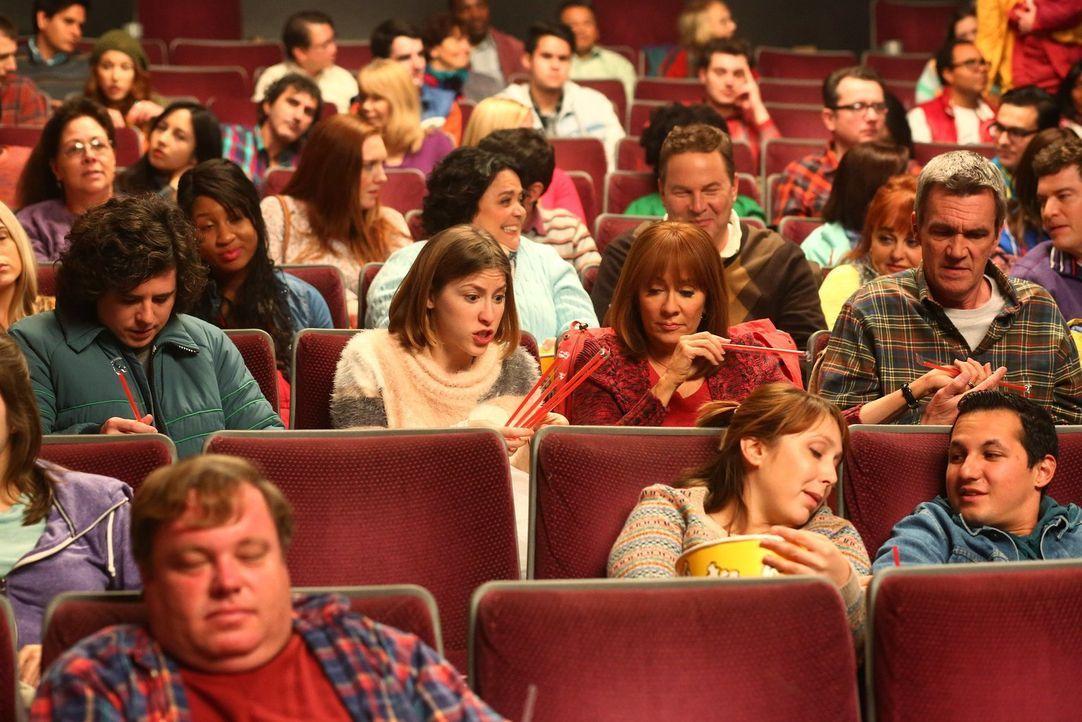 (Mitte v.l.n.r.) Axl (Charlie McDermott); Sue (Eden Sher); Frankie (Patricia Heaton); Mike (Neil Flynn) - Bildquelle: Warner Brothers