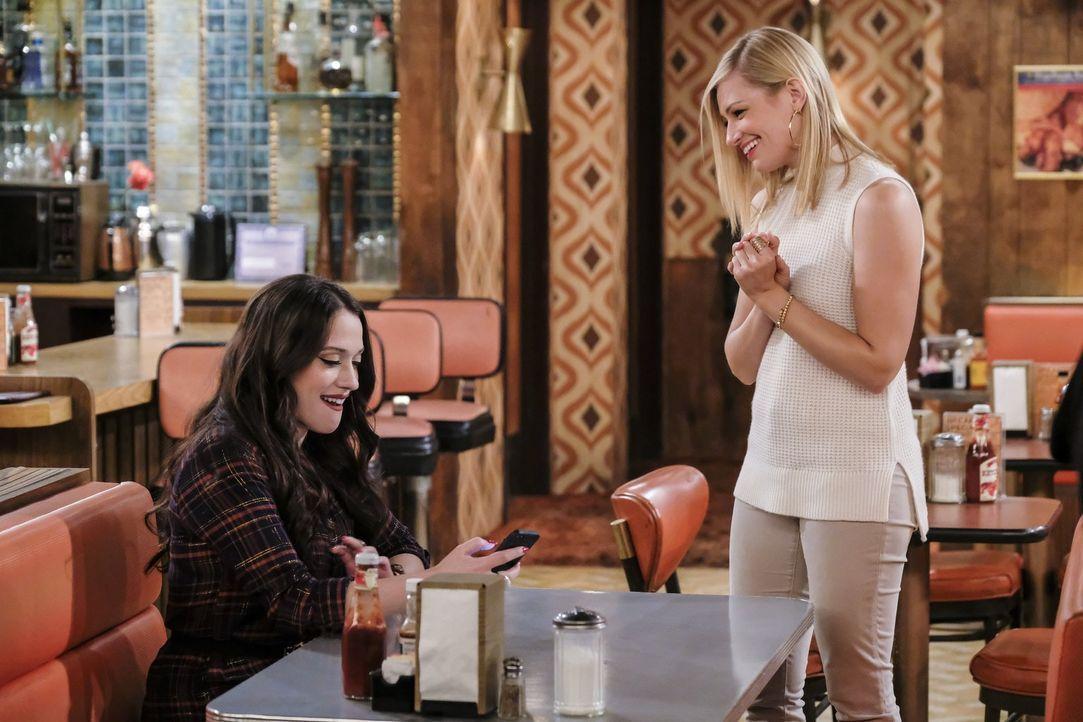 Wird Caroline (Beth Behrs, r.) Max (Kat Dennings, l.) davon überzeugen können, dass ihre Trennung von Randy vielleicht doch eine richtige Trennung w... - Bildquelle: Warner Bros. Television