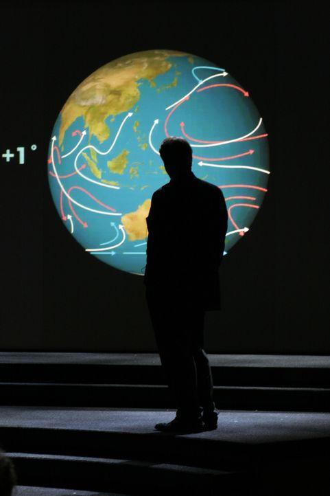 Der ehemalige amerikanische Vizepräsident Al Gore reist seit einigen Jahren durch die Welt, um auf die Ursachen und Folgen der weltweiten Umweltzers... - Bildquelle: PARAMOUNT CLASSICS A DIVISION OF PARAMOUNT PICTURES. ALL RIGHTS RESERVED.