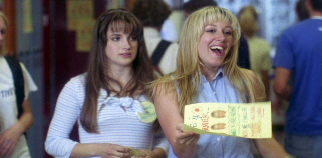Bei der Wahl zum Schulsprecher lässt sich Pedro überraschend aufstellen und tritt gegen die beliebte Summer (Haylie Duff, r.) an. Um diese zu schlag... - Bildquelle: TM & © 2006 Paramount Pictures. All Rights Reserved.