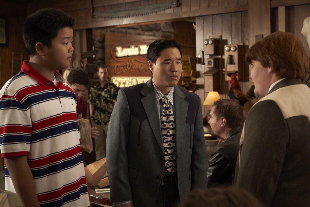 (v.l.n.r.) Eddie Huang (Hudson Yang); Louis Huang (Randall Park); Trent (Trevor Larcom) - Bildquelle: 2018-2019 American Broadcasting Companies.  All rights reserved.
