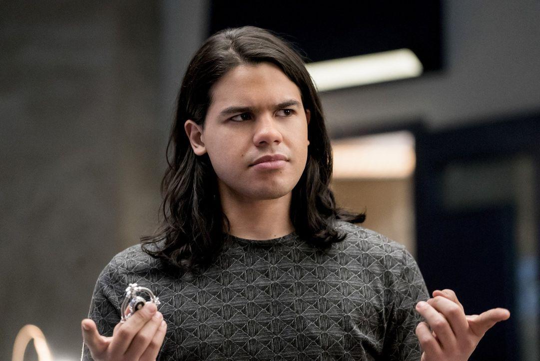 Cisco (Carlos Valdes) und seine Freunde entdecken, dass der Musik Meister nicht ohne Grund Supergirl und The Flash als seine Opfer auserkoren hat un... - Bildquelle: 2016 Warner Bros.