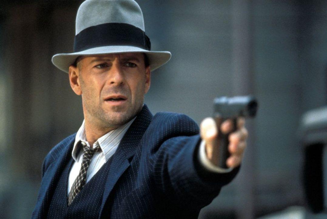 John Smith (Bruce Willis) lässt sich von beiden rivalisierenden Gangsterbanden als Profi-Killer anheuern. Doch zwischen Halsabschneidern und Meuchel... - Bildquelle: New Line Productions, Inc.