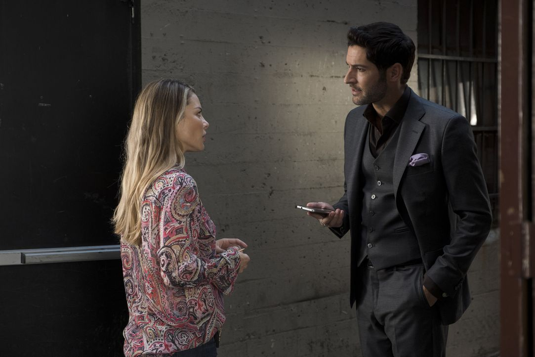 Chloe (Lauren German, l.); Lucifer (Tom Ellis, r.) - Bildquelle: John P. Fleenor 2017 Fox Broadcasting Co./John P Fleenor