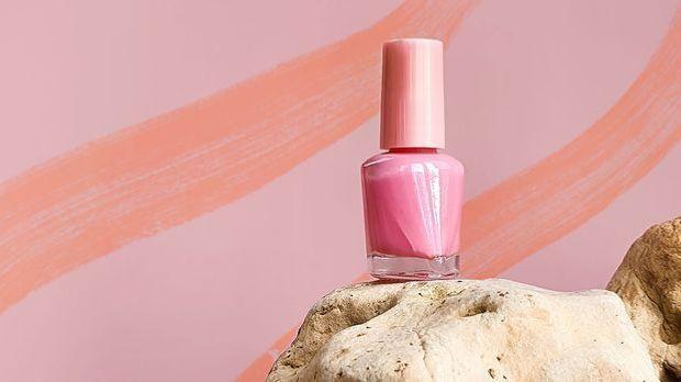 Rosafarbener Nagellack für traumhafte Ballerina Nails – wir stellen dir unser...