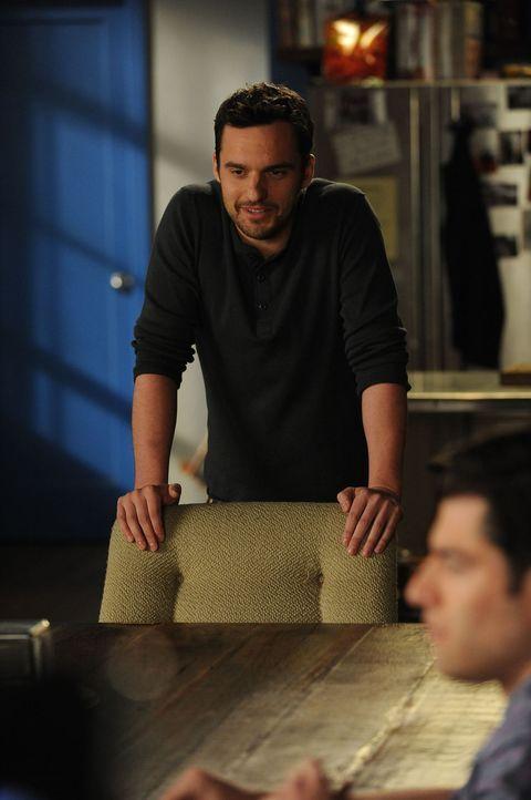 Teilt seinen Mitbewohnern mit, dass er tatsächlich mit Caroline zusammenziehen möchte: Nick (Jake M. Johnson) ... - Bildquelle: 20th Century Fox