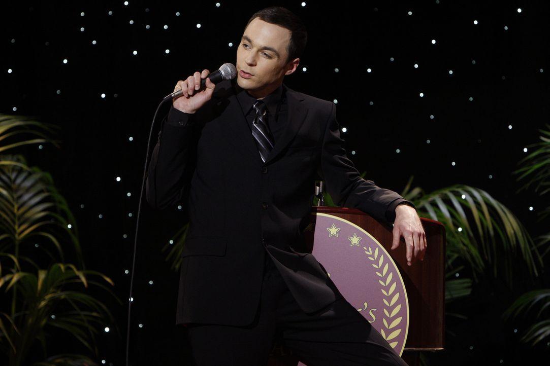 Hat den diesjährigen Wissenschaftspreis gewonnen: Sheldon (Jim Parsons) ... - Bildquelle: Warner Bros. Television