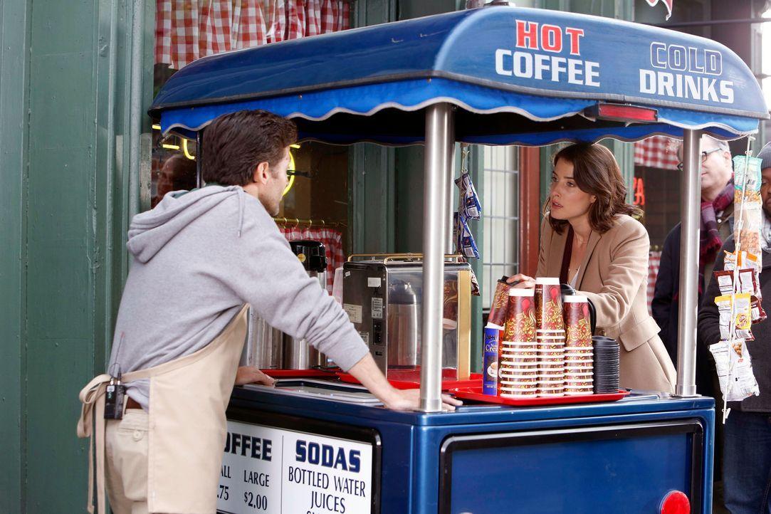 Robin (Cobie Smulders, r.) hat die erschreckende Erkenntnis, dass sie durch ihren Verlobungsring für andere Männer unsichtbar wird ... - Bildquelle: 2013 Twentieth Century Fox Film Corporation. All rights reserved.