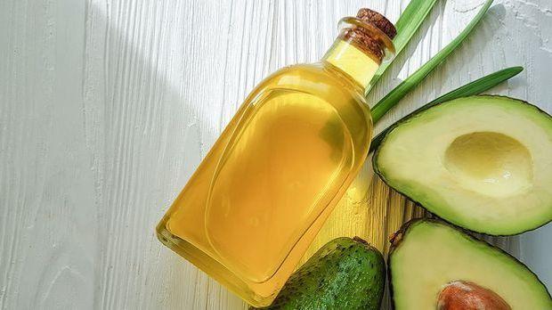 Die Avocado ist reich an feuchtigkeitsspendenden Ölen und nährstoffreichen Vi...