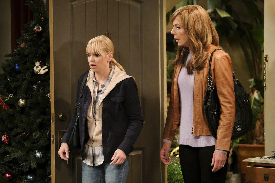 Auf Christy (Anna Faris, l.) und Bonnie (Allison Janney, r.) wartet nach der Weihnachtszeit eine böse Überraschung ... - Bildquelle: 2017 Warner Bros.