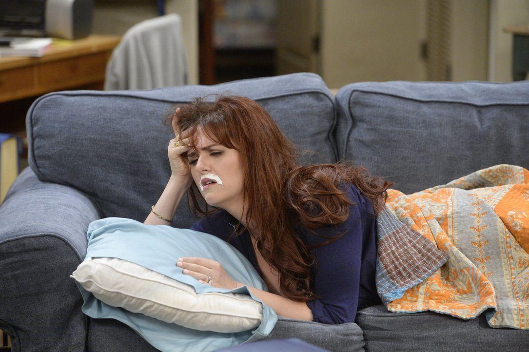 Candace (Sara Rue) scheint es sehr zuzusetzen, dass ihr Vater Candace datet. Doch ist das das Einzige, das ihr Kopfzerbrechen bereitet? - Bildquelle: 2015 Warner Bros. Entertainment, Inc.