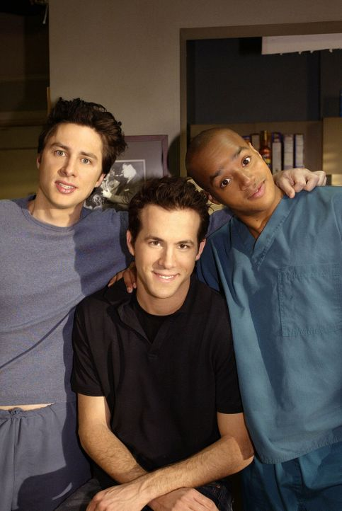 Spence (Ryan Reynolds, M.), ein alter College-Kumpel von J.D. (Zach Braff, l.) und Turk (Donald Faison, r) ist in der Stadt und sorgt für jede Meng... - Bildquelle: Touchstone Television